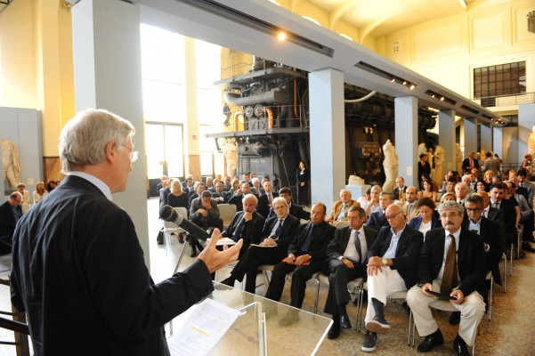 Meeting dans un musée romain