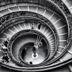 Musée du Vatican, escalier monumental noir et blanc
